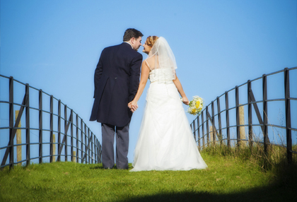 bride and groom kissing in altamont gardens tullow carlow, wedding photography locations altamount gardens ballon tullow carlow